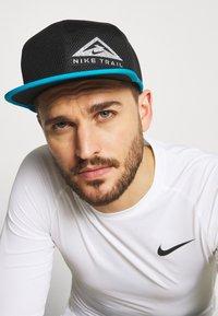 Nike Performance - DRY PRO TRAIL UNISEX - Gorra - black - 0
