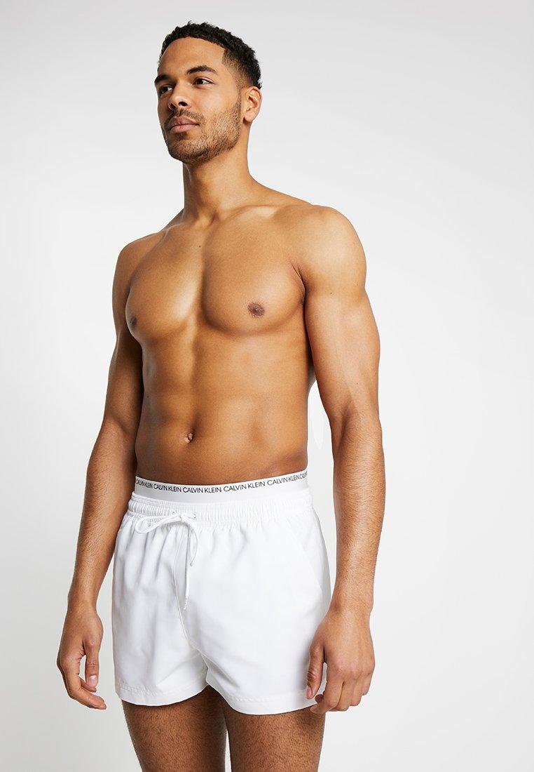 Calvin Klein Swimwear - DOUBLE WAISTBAND - Badeshorts - white