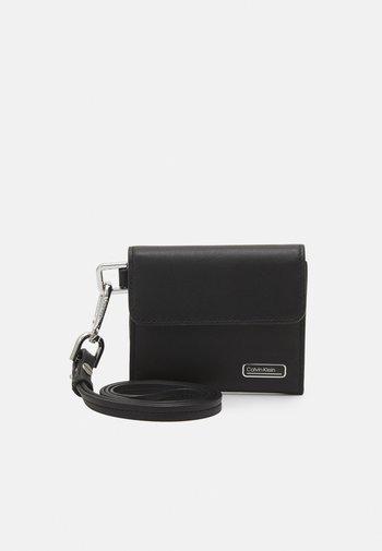 WEARABLE HOLDER - Wallet - black