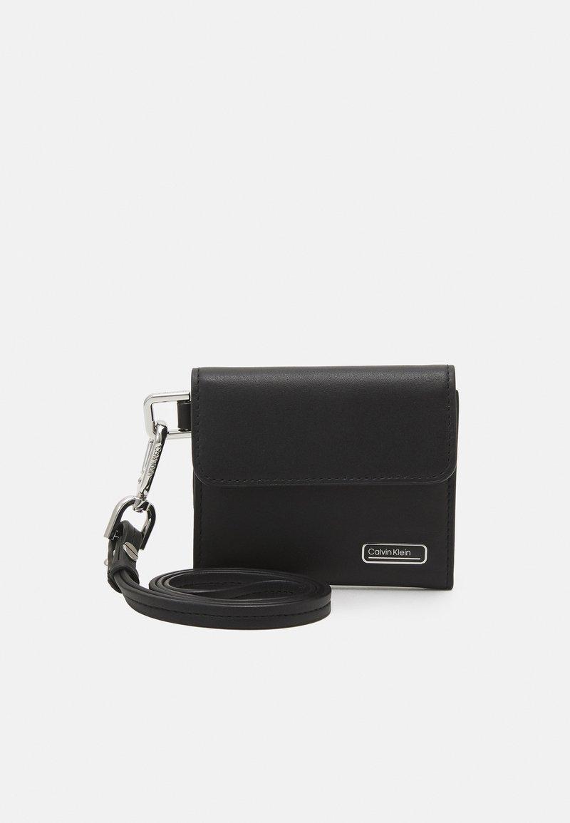 Calvin Klein - WEARABLE HOLDER - Peněženka - black