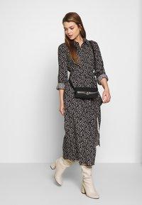 Monki - VENERA DRESS - Skjortekjole - black - 1