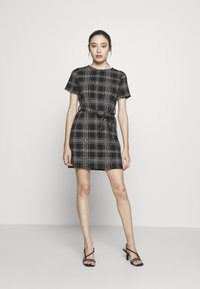 New Look Petite - CHECK BELTED TUNIC - Jumper dress - black - 1