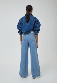 PULL&BEAR - Jeans a zampa - light blue - 2