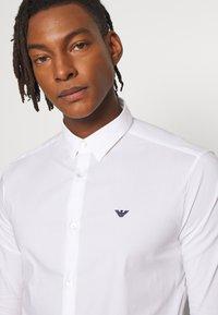 Emporio Armani - EXCLUSIVE CONTRAST LOGO - Overhemd - whiite - 3