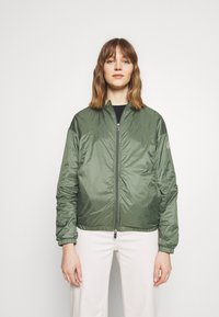 PYRENEX - WATER REPELLENT AND WINDPROOF CREEK - Summer jacket - jungle - 0