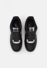 Nike Sportswear - AIR FORCE 1 '07 LV8 3M UNISEX - Sneakers basse - black/metallic silver - 5