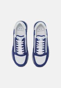 Armani Exchange - Sneakers basse - blue/white - 3