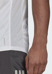 adidas Performance - OWN THE RUN - T-shirts med print - white - 3