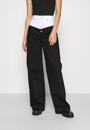 STEFANIE GIESINGER X nu-in SCULPTED EXTRA LONG WIDE LEG JEANS - Jeans a zampa - black wash