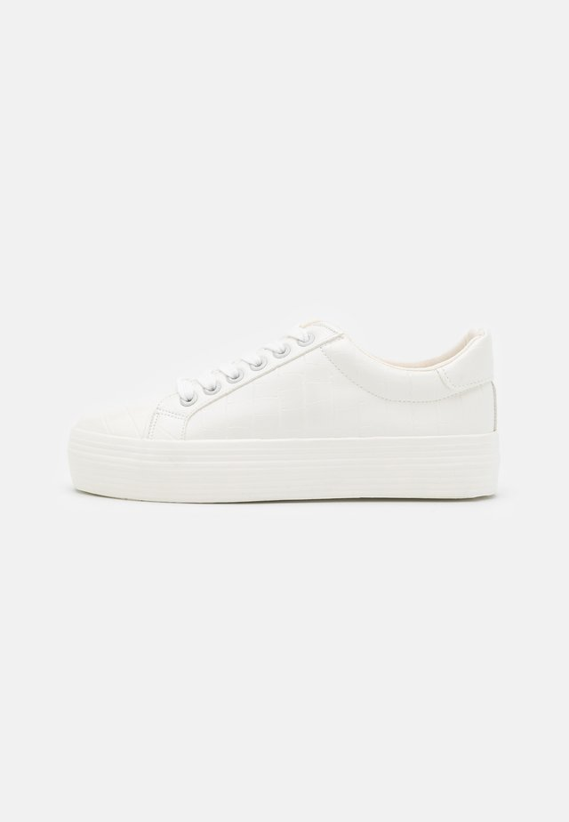 TRICKSTER CROC EMBOSSED  - Sneakers laag - white