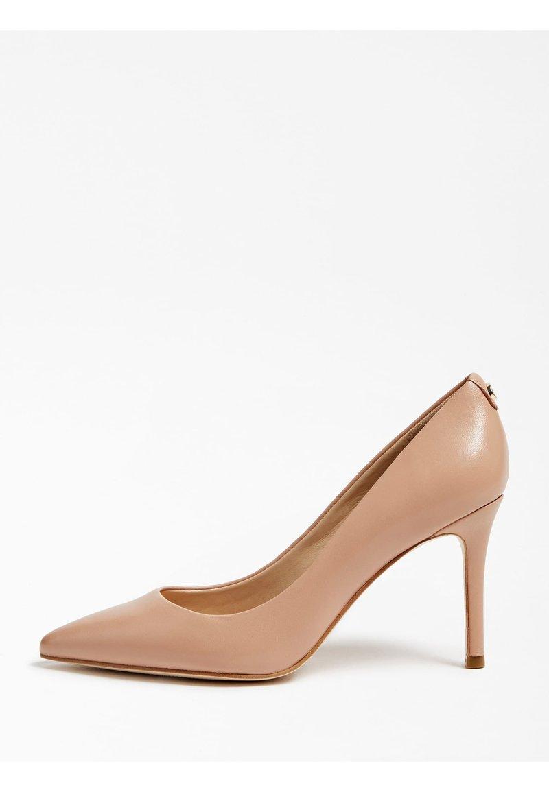 Guess - DAFNE - Zapatos altos - beige
