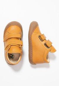 Naturino - COCOON  - Zapatos de bebé - mais - 0