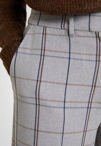 Karen by Simonsen - SYDNEY WIDE CHECK PANTS - Trousers - grey - 4