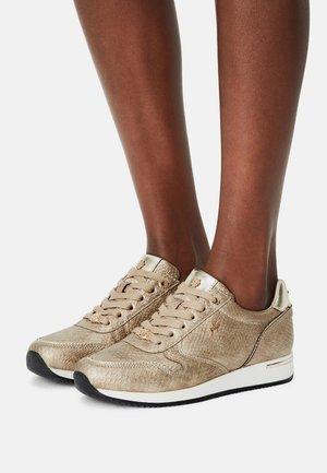 EKE - Sneakers laag - gold