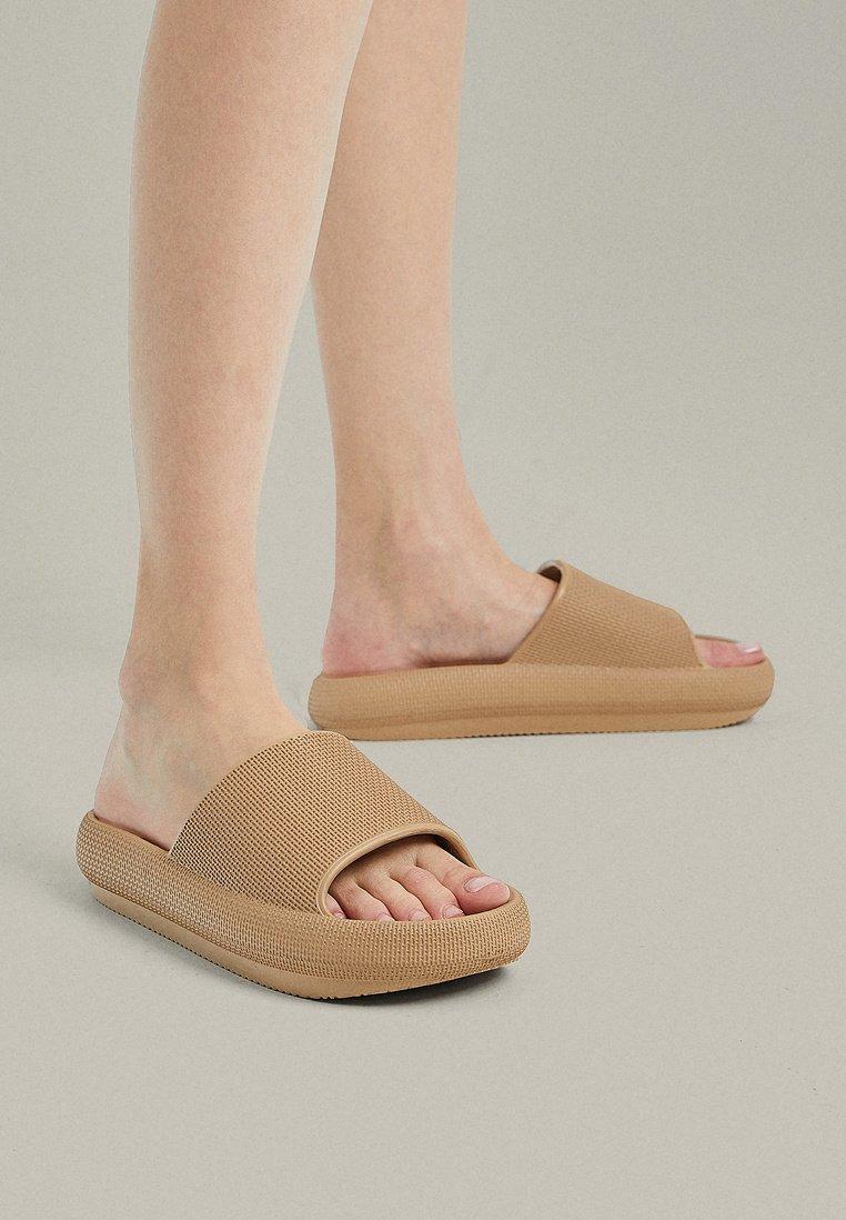 OYSHO - Pantofle - brown