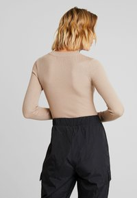 Missguided - BUTTON CUFF CREW NECK - Sweter - sand - 2