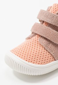 Woden - TRISTAN BABY UNISEX - Baby shoes - pink/sand - 2