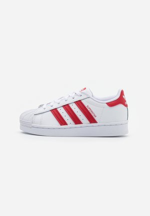 SUPERSTAR SPORTS INSPIRED SHOES UNISEX - Sneakersy niskie - footwear white/scarlet