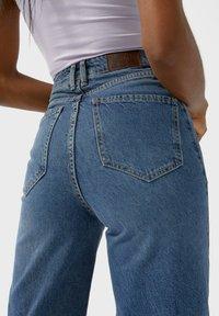 Stradivarius - Bootcut jeans - blue denim - 3