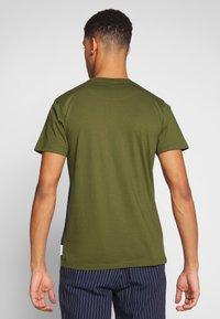 Bellfield - CU AND SEW TEE  - Print T-shirt - khaki - 2