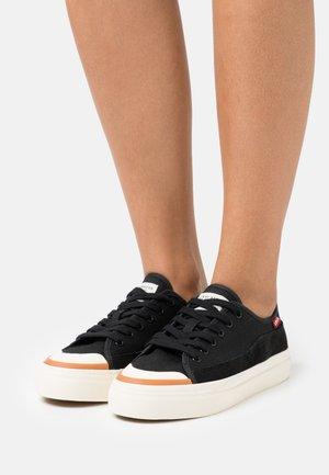 SQUARE  - Sneakersy niskie - regular black