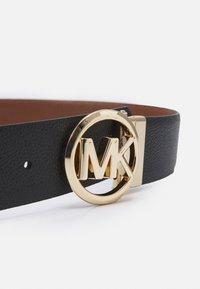 MICHAEL Michael Kors - REVERSIBLE BELT - Cinturón - black/luggage/gold-coloured - 4