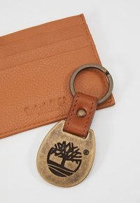 Timberland - CREDIT CARD AND KEY RING GIFT SET - Business card holder - cognac - 2