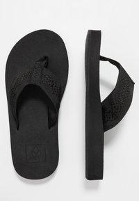 Reef - SANDY - Sandály s odděleným palcem - black - 3