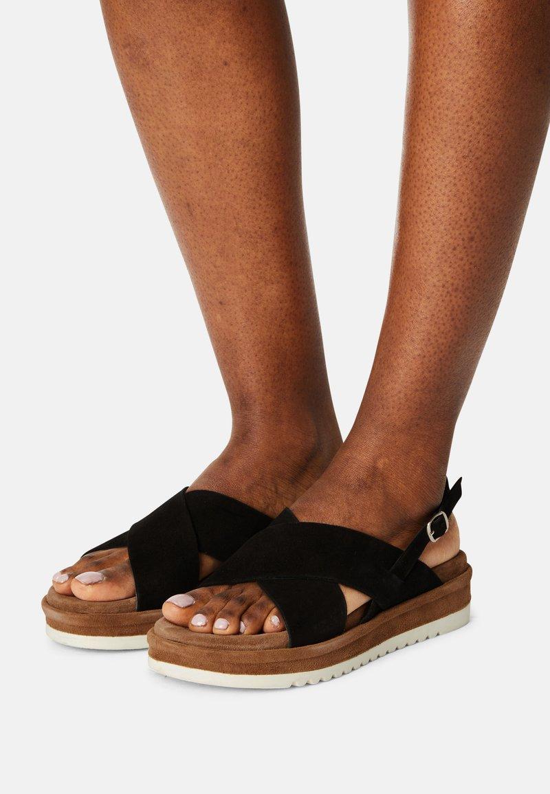 Lazamani - Sandalen met plateauzool - black