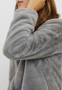 Vero Moda - VMTHEA SHORT JACKET - Winter jacket - frost gray - 3
