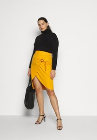 Simply Be - WRAP MIDI SKIRT WITH BUCKLE DETAIL - Blyantskjørt - saffron - 1