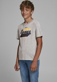Jack & Jones Junior - JJELOGO - Print T-shirt - light grey melange - 1