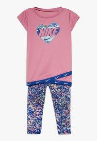 Nike Sportswear - SPORT TUNIC REGRIND SET BABY - Leggings - Trousers - hyper blue - 0