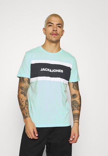 SHAKE TEE CREW NECK - Print T-shirt - bleached aqua