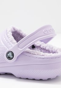 Crocs - CLASSIC LINED - Slippers - lavender - 2