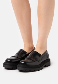 GARMENT PROJECT - SPIKE LOAFER - Platform heels - black - 0