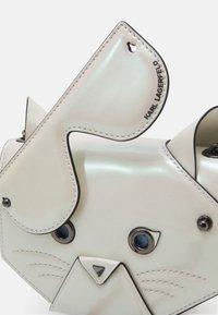 KARL LAGERFELD - CYBER CHOUPETTE FLAP CROSSBODY - Across body bag - pearl - 4
