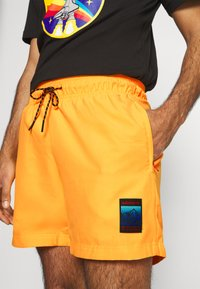 adidas Originals - SPORTS INSPIRED - Shorts - solar gold - 4