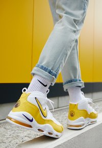 Nike Sportswear - AIR MAX UPTEMPO '95 - Baskets montantes - white/amarillo/court purple - 7