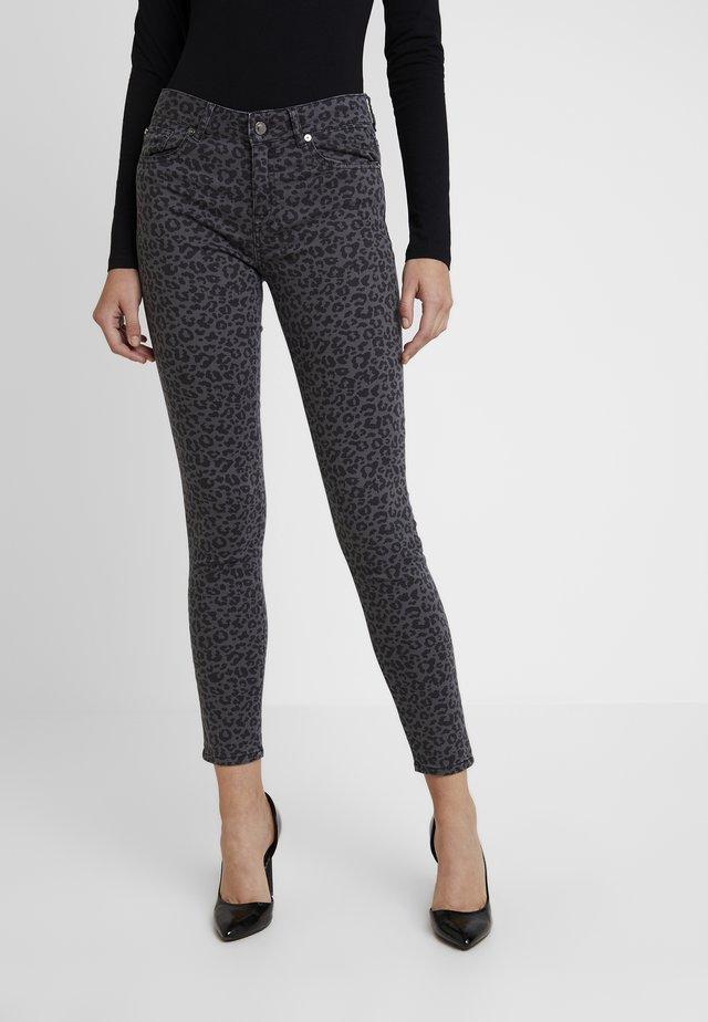 DARIA WORN LEOPARD - Jeans Skinny Fit - grey