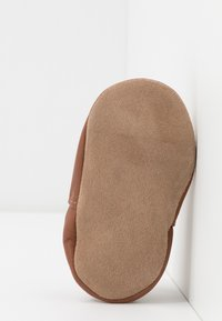 Robeez - LOVELY SNAIL - First shoes - marron/rose - 4