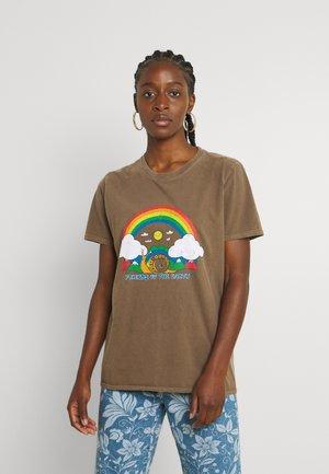 RAINBOW SNAIL TEE - Print T-shirt - chocolate