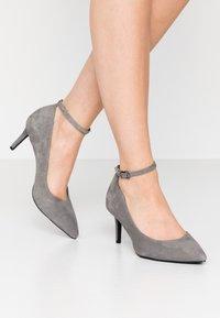 Tamaris - Klassiske pumps - light grey - 0