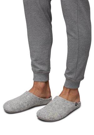 Kapcie - light grey
