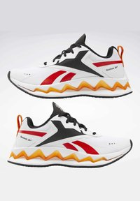 Reebok - ZIG ELUSION ENERGY SHOES - Chaussures de running neutres - white - 3
