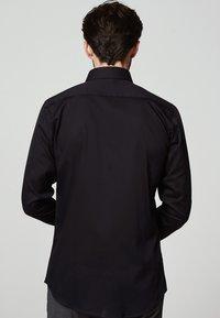 MICHAELIS - SLIM FIT - Zakelijk overhemd - zwart - 1