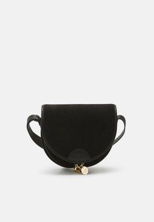 MARA SADDLE - Across body bag - black