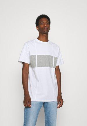 ELEVATED - T-shirt print - white