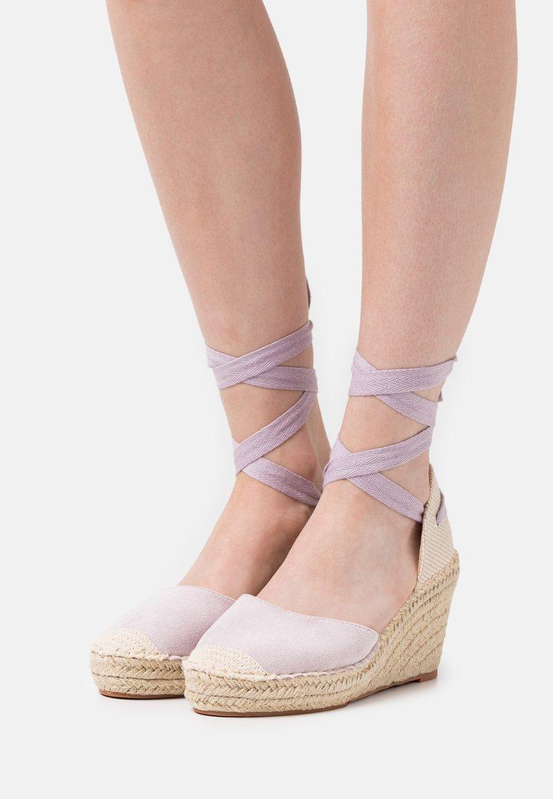 SassyClassy - Platform heels - lilac