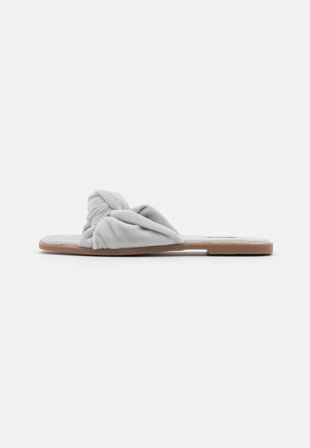 ONLMIA BOW SLIPPER - Pantofole - grey